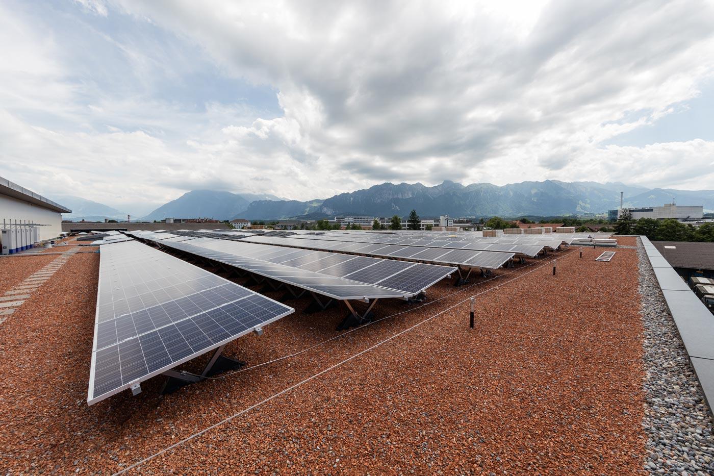 photovoltaik, sonnenkollektoren, flachdach, spenglerarbeiten, dach begrünt, blitzschutz